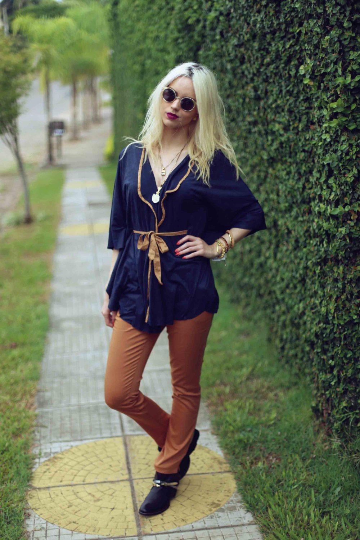 look-marrom-marinho-capa-fashion-street-style-bota-blogueira