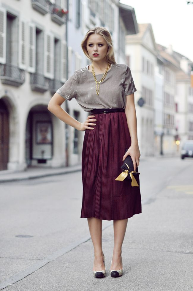 5-midi-accordion-skirt-with-neutral-top