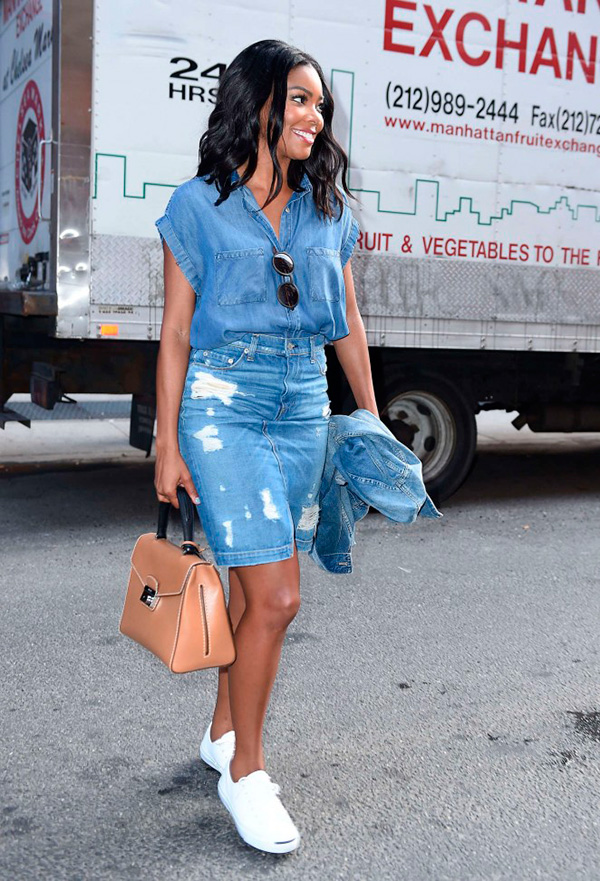 gabrielle-union-leaving-milk-studios-all-jeans-street-style-streetstyle-saia-jeans-camisa-jeans-tenis-branco